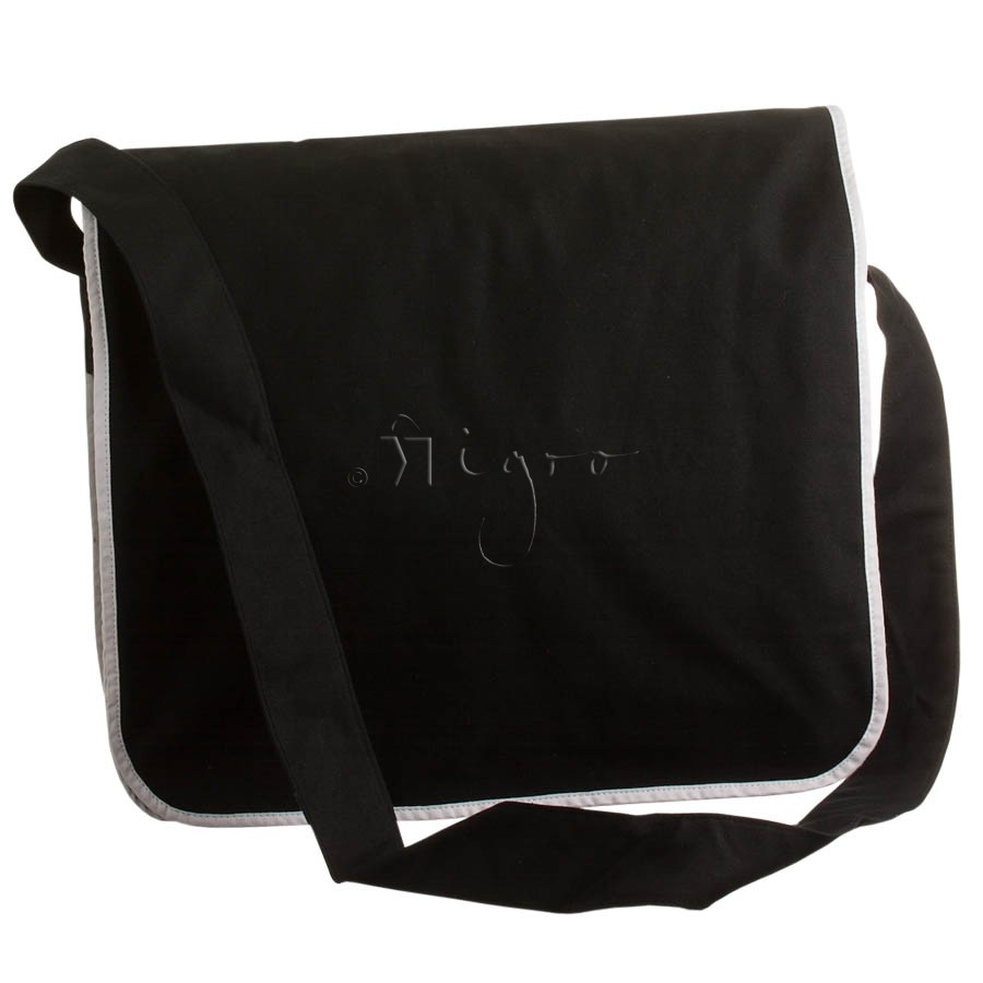Cotton messenger bag with piping